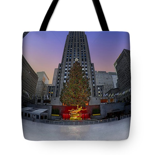 Christmas In Nyc Tote Bag by Susan Candelario