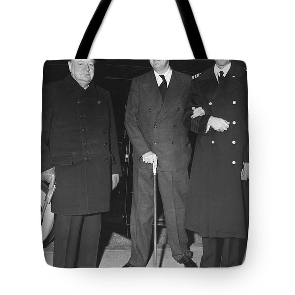 Churchill And Roosevelt Tote Bag by Underwood Archives