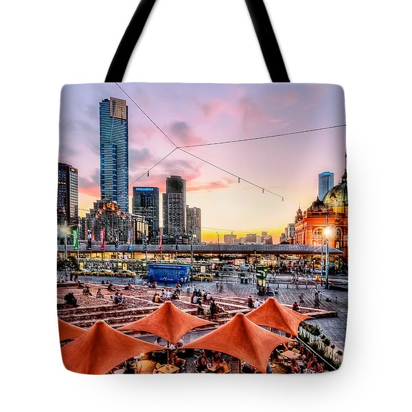 Tote Bag featuring the photograph City Sunset by Ray Warren