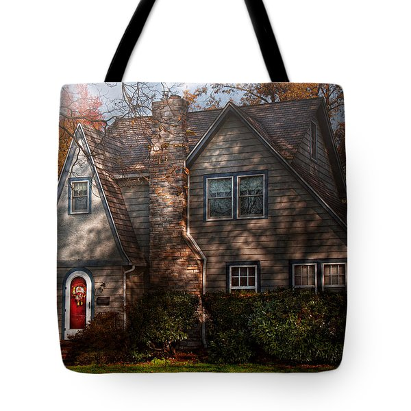 Cottage - Cranford Nj - Autumn Cottage  Tote Bag by Mike Savad