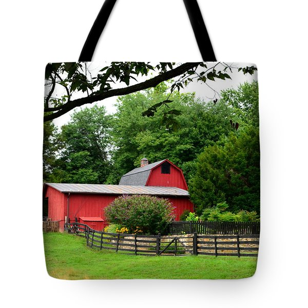 Tote Bag featuring the photograph Country Barn Vineyard by Cathy Shiflett