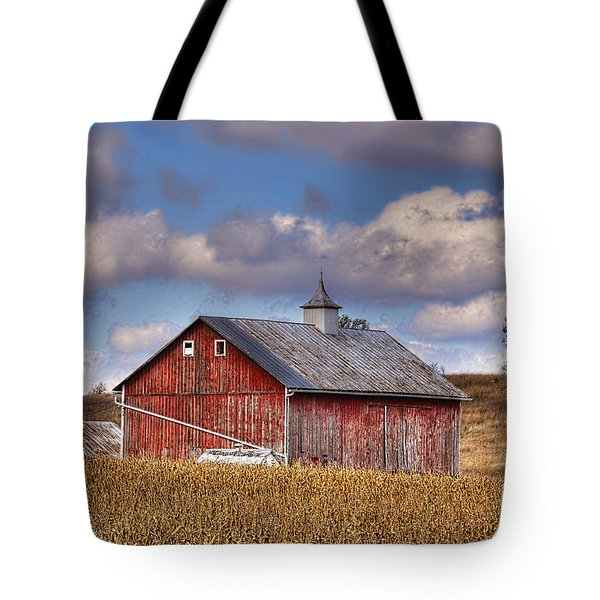 County G Barn In Autumn Tote Bag