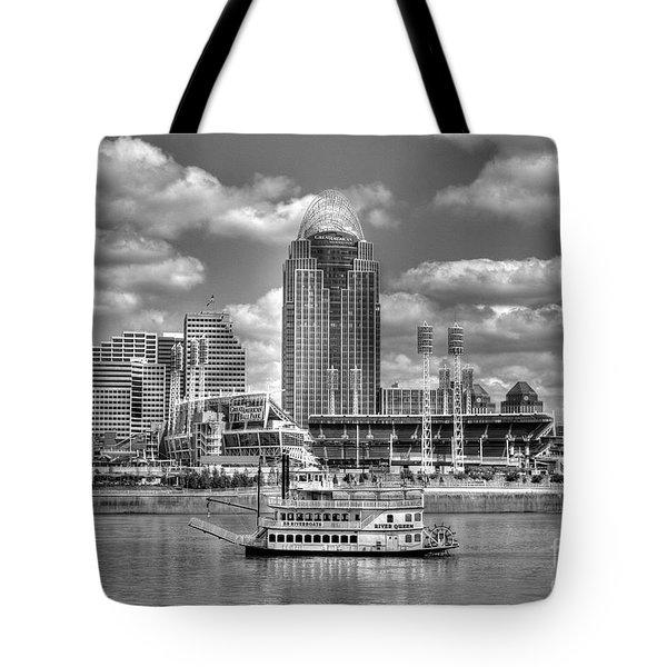 Cruising By Cincinnati 4 Bw Tote Bag