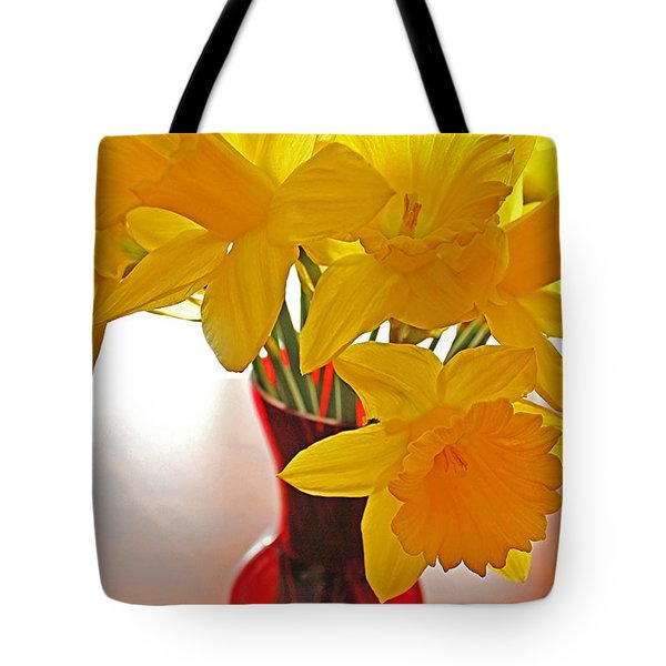 Daffodils In Red Vase Tote Bag by Diane Alexander