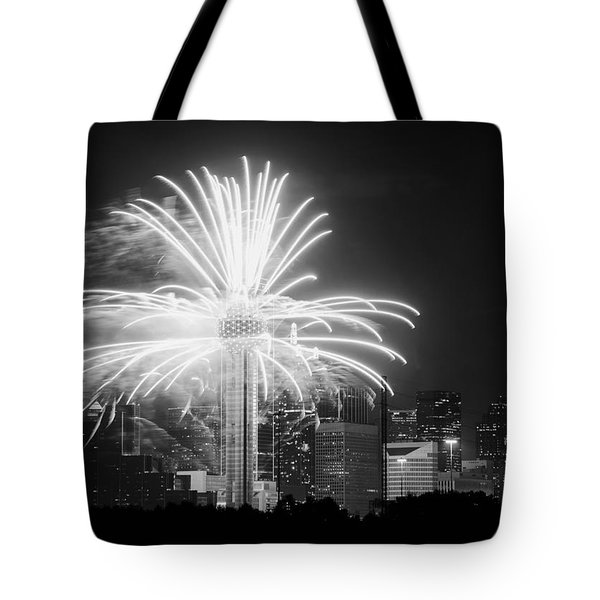 Dallas Reunion Tower Fireworks Bw 2014 Tote Bag