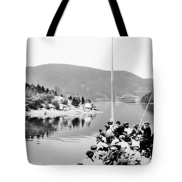 Dayliner At The Narrows In Black And White Tote Bag