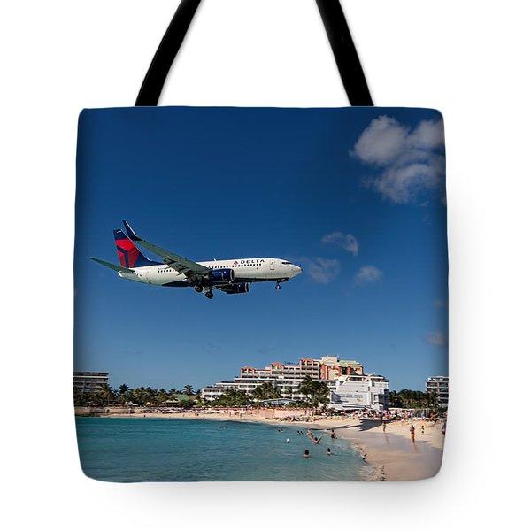 Delta 737 St. Maarten Landing Tote Bag