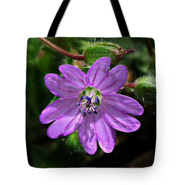 Tote Bag featuring the photograph Wild Dovesfoot Cranesbill by William Tanneberger