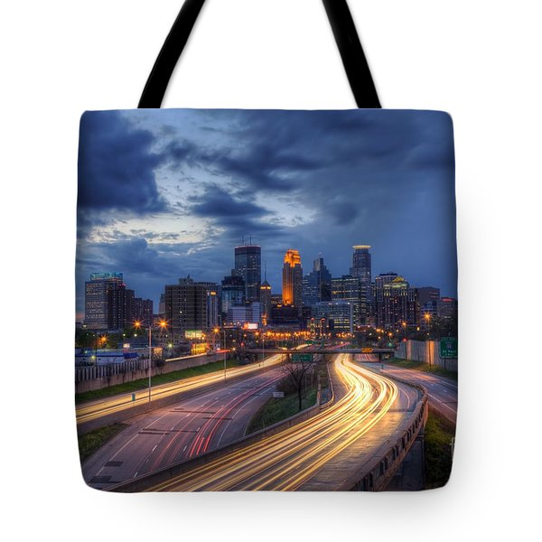 Downtown Minneapolis Skyline On 35 W Sunset Tote Bag