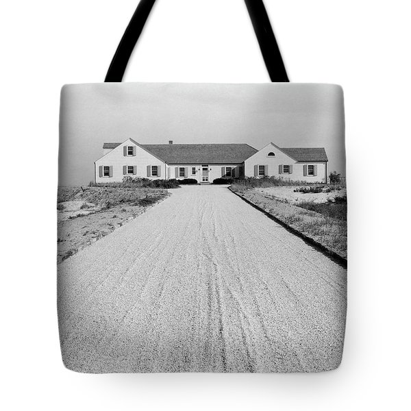 Dr. Robert Boggs House In Southampton Tote Bag