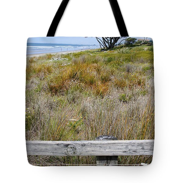 Dune Grass Tote Bag by Les Cunliffe