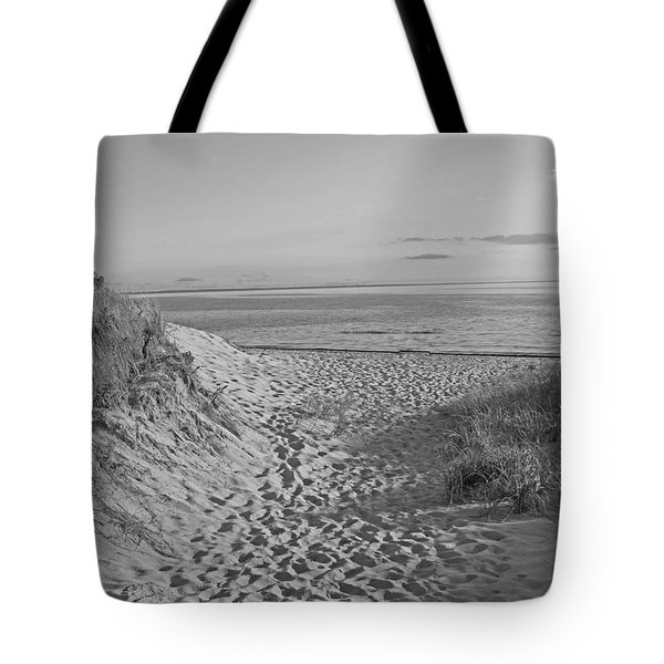 Dunes Walk Tote Bag