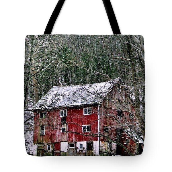 Tote Bag featuring the photograph Pennsylvania Dusting by Michael Hoard