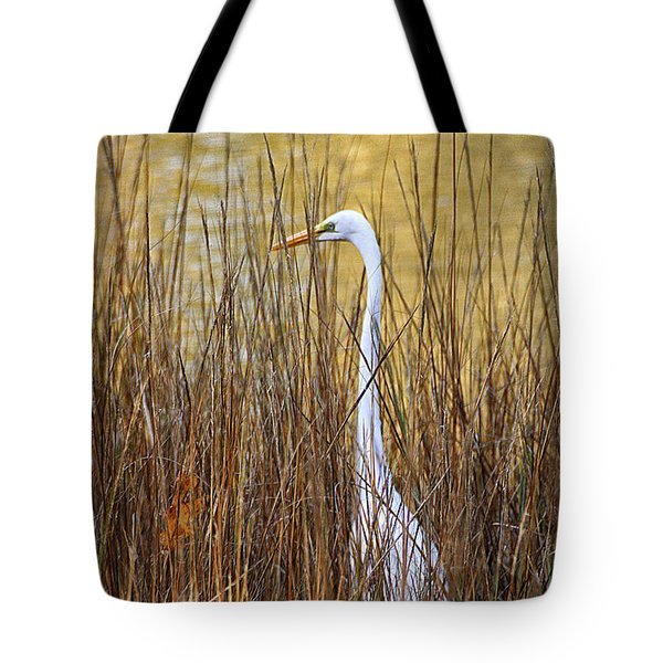 Tote Bag featuring the photograph Egret In The Grass by William Selander