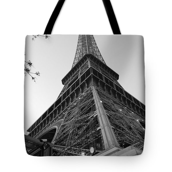 Eiffel Tower In Black And White Tote Bag