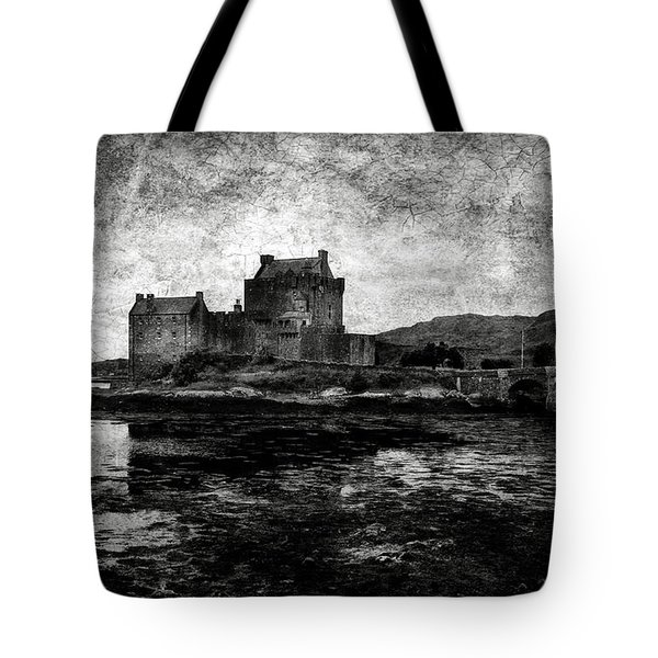Eilean Donan Castle In Scotland Bw Tote Bag by RicardMN Photography