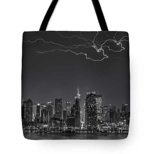 Electrifying New York City Bw Tote Bag by Susan Candelario