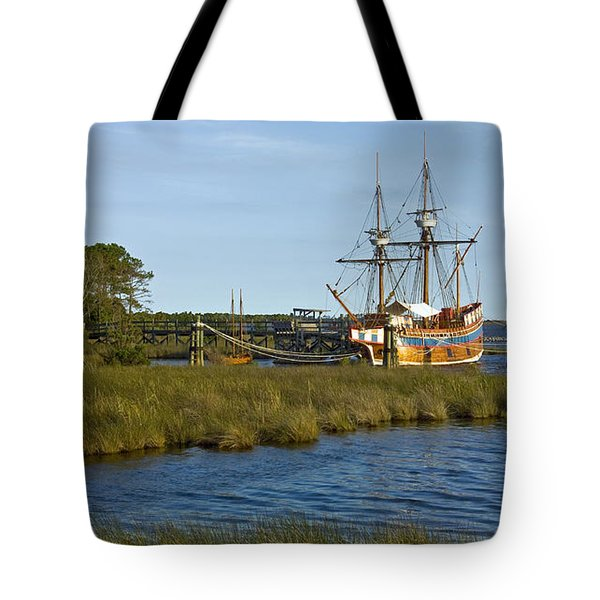 Tote Bag featuring the photograph Elizabeth II In Port  by Greg Reed
