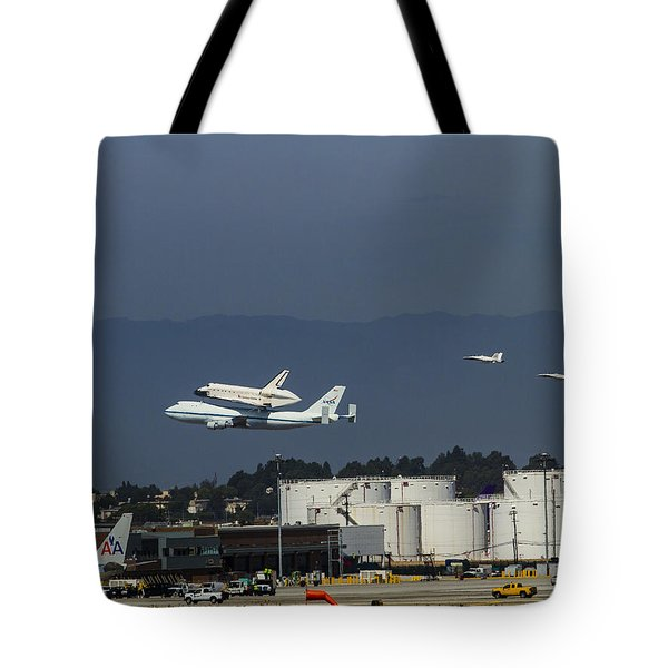 Endeavor Foies First Of Two Flyovers Over Lax Tote Bag