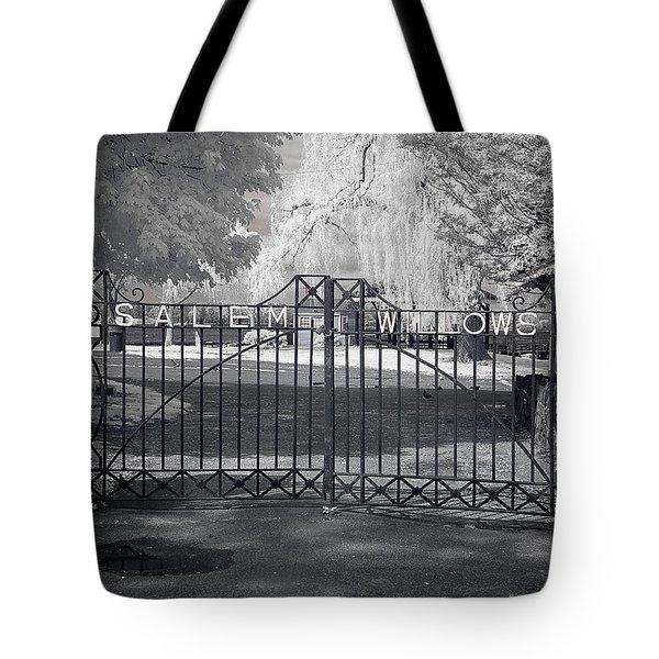 Tote Bag featuring the photograph Entry To Salem Willows by Jeff Folger