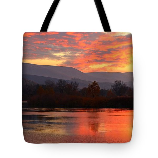 Tote Bag featuring the photograph Fall Sunset by Lynn Hopwood
