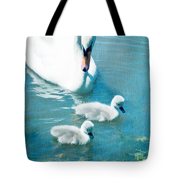 Family Of Swans At The Market Common Tote Bag