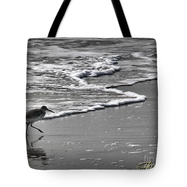 Feathered Friend At The Beach Tote Bag