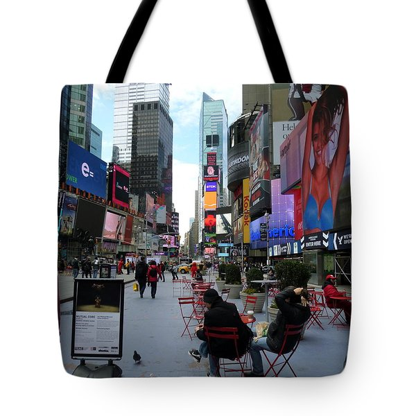 Tote Bag featuring the photograph Feeding Time by Jackie Carpenter