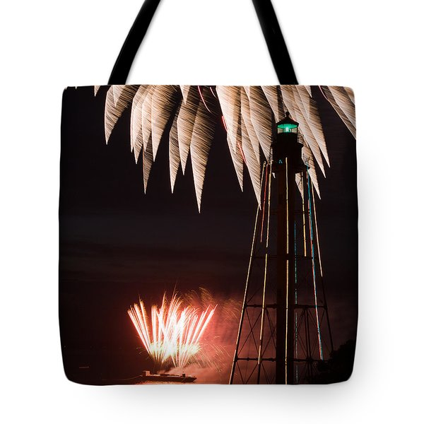 Fireworks Both High And Low At Chandler Hovey Park In Marblehead Tote Bag by Jeff Folger