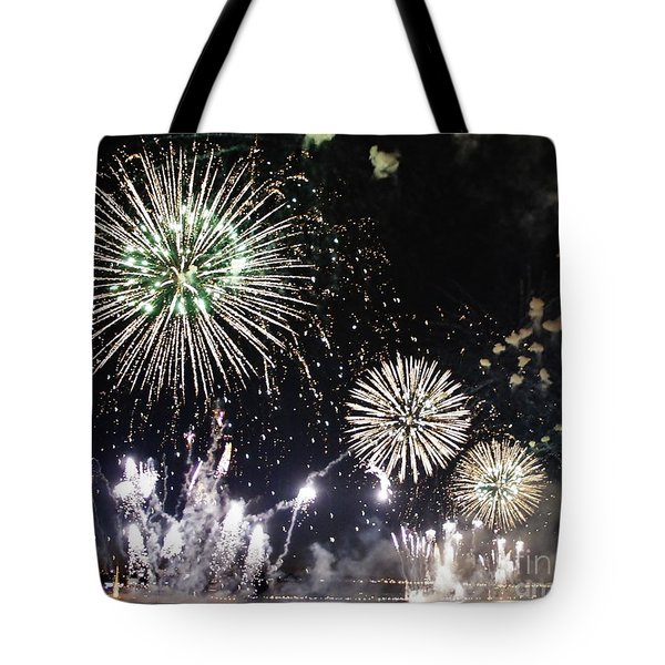 Tote Bag featuring the photograph Fireworks Over The Hudson River by Lilliana Mendez