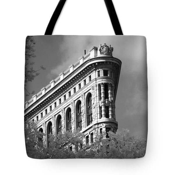 New York City - Flat Iron Prow Tote Bag