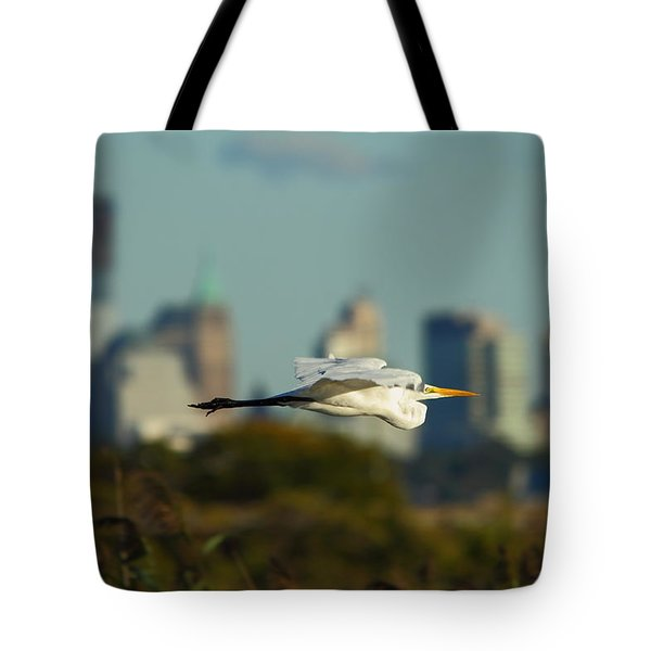 Flight Of The Great Egret Tote Bag