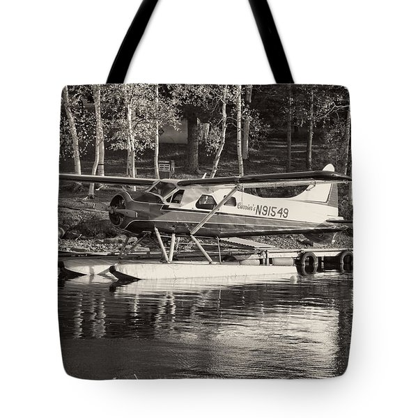 Floatplane On Moosehead Lake In Maine Tote Bag