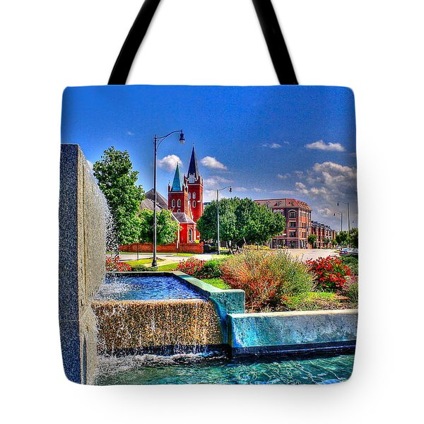 Fountain On Ray Tote Bag