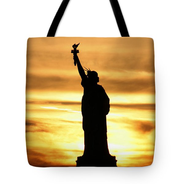Statue Of Liberty Silhouette Tote Bag