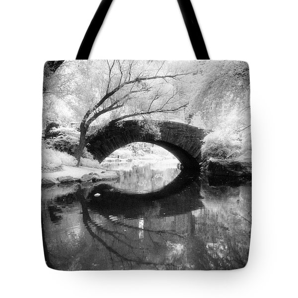 Central Park Photograph - Gapstow Bridge Vertical Tote Bag