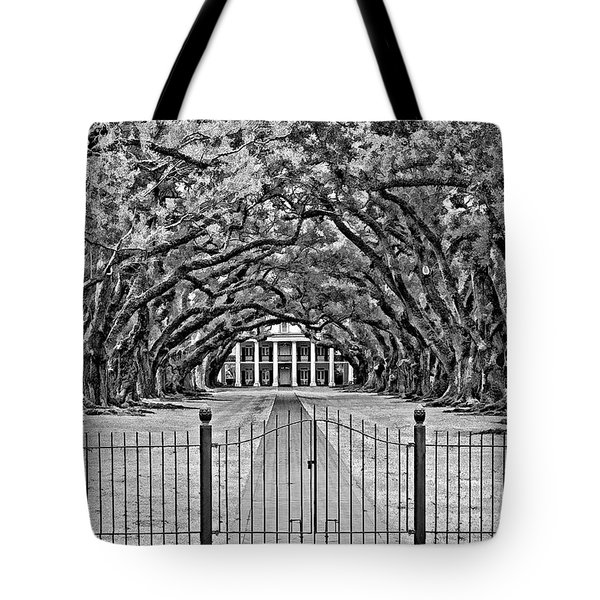 Gateway To The Old South Bw Tote Bag by Steve Harrington