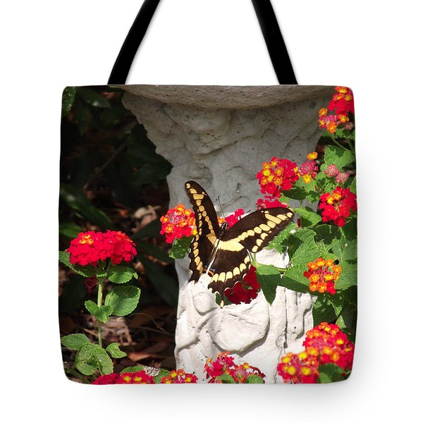 Giant Swallowtail On Lantana Tote Bag