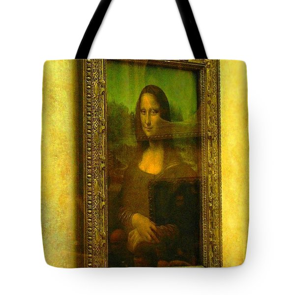 Glance At Mona Lisa Tote Bag