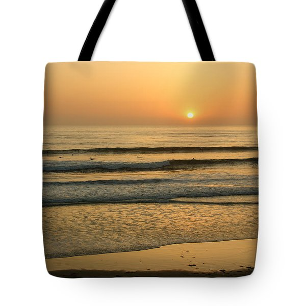 Golden California Sunset - Ocean Waves Sun And Surfers Tote Bag