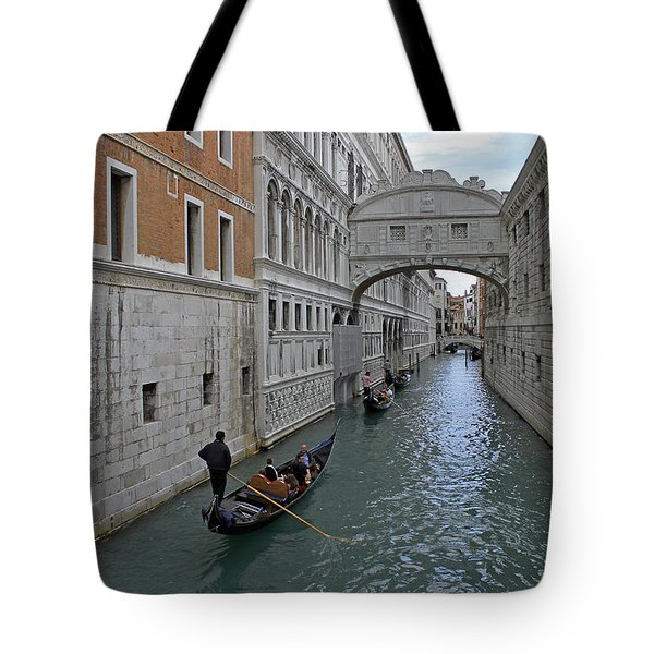 Gondolas Under Bridge Of Sighs Tote Bag