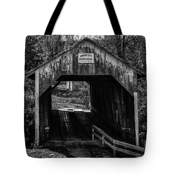 Grange City Covered Bridge - Bw Tote Bag