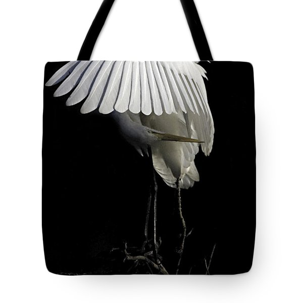 Great Egret Bowing Tote Bag