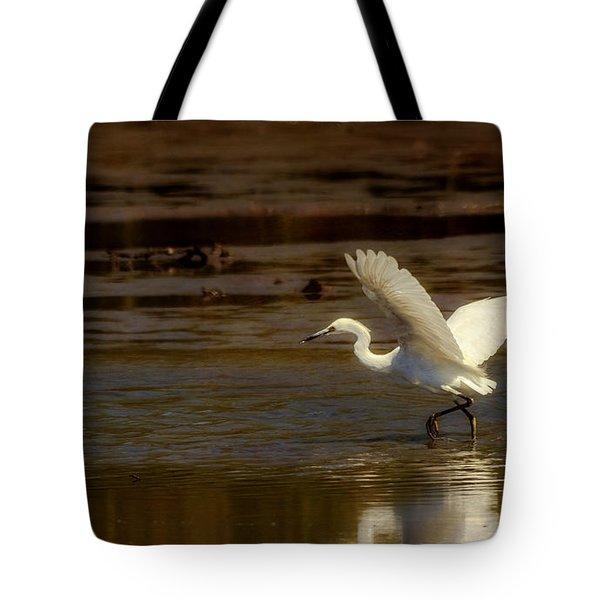 Great Egret Taking Off Tote Bag