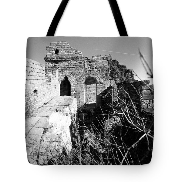 Tote Bag featuring the photograph Great Wall Ruins by Yew Kwang