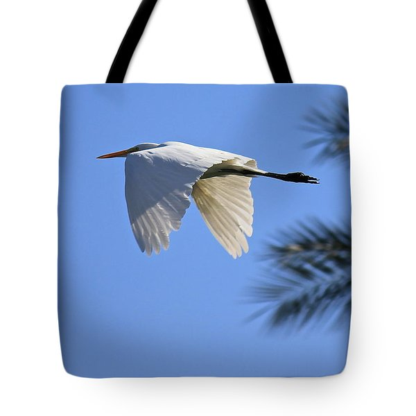 Tote Bag featuring the photograph Great White In Flight by Penny Meyers