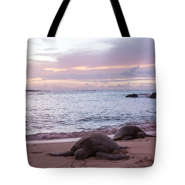 Green Hawaiian Sea Turtles At Sunset - Oahu Hawaii Tote Bag