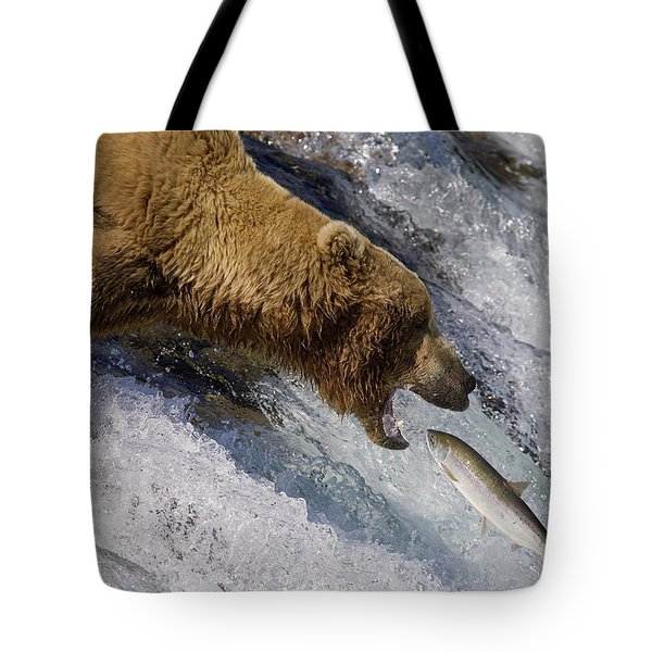 Grizzly Bear Catching Salmon Tote Bag