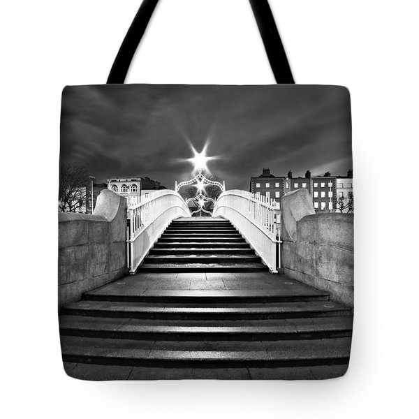 Ha'penny Bridge Steps At Night - Dublin - Black And White Tote Bag