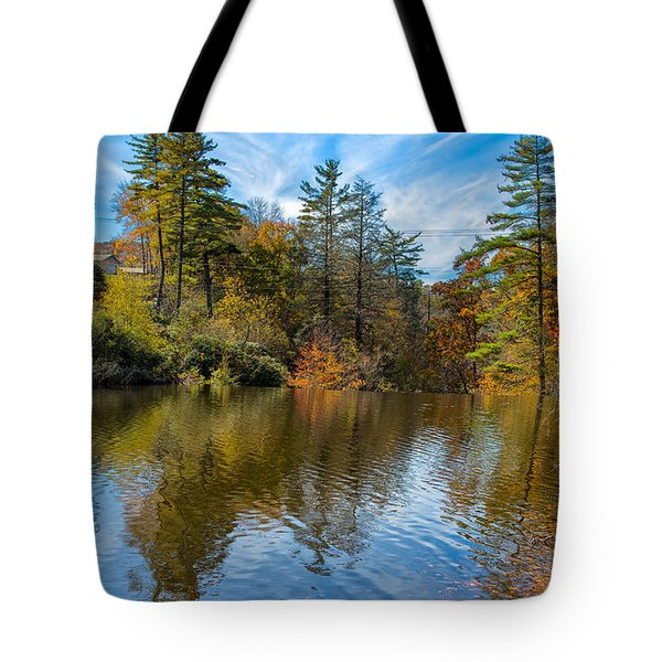 Harris Lake In Autumn Tote Bag